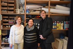Leiterin des Therapiezentrums Brigitte Brand-Wilhelmy, Ayse Tuncer und Caritas-Vorstand Peter Krücker