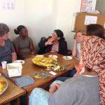 beim gemeinsamen Couscous-Essen geht der Austausch weiter